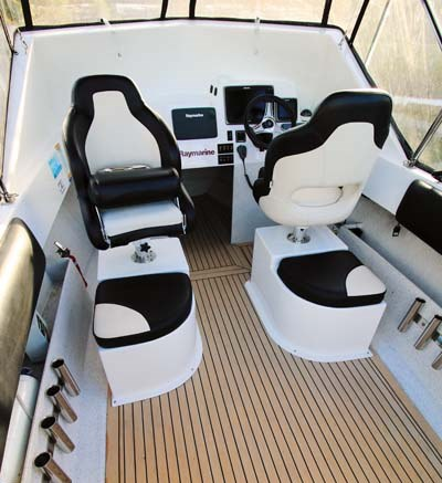 Boat seats in Haines V19R project boat
