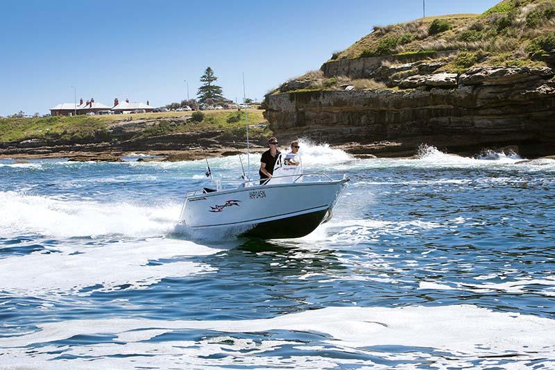 Anglapro Predator 16 centre console boat