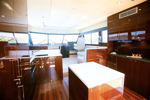 Saloon on Maritimo S48