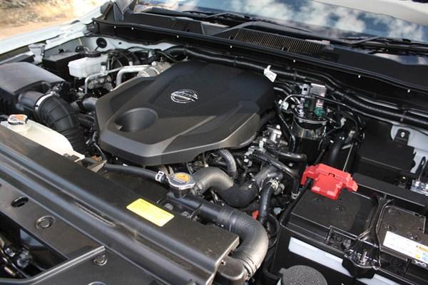 Nissan Navara NP300_engine _10