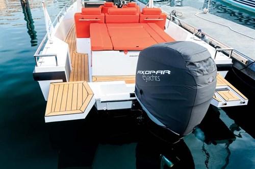 Verado 300 outboard in cowling