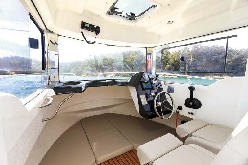 Arvor 690 Diesel wheelhouse interior