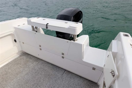 Transom of Haines Hunter 565R