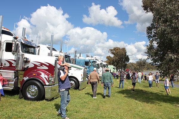 Riverina -Truck -Show -and -Kids -Convoy ,-Mack -Super -Liner ,-TT3