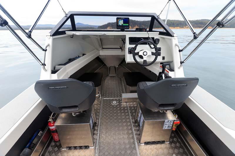 Cabin in Bar Crusher 490C boat