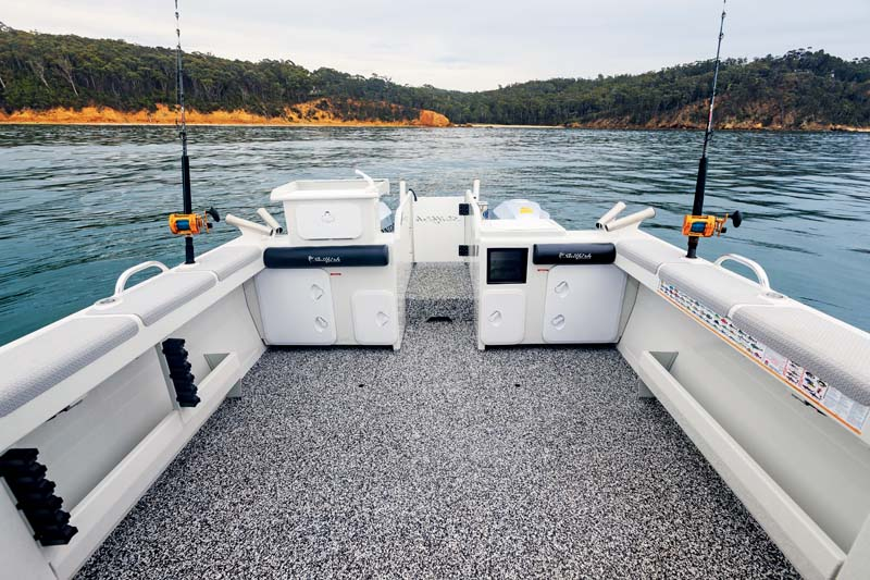 Sailfish S8 fishing deck