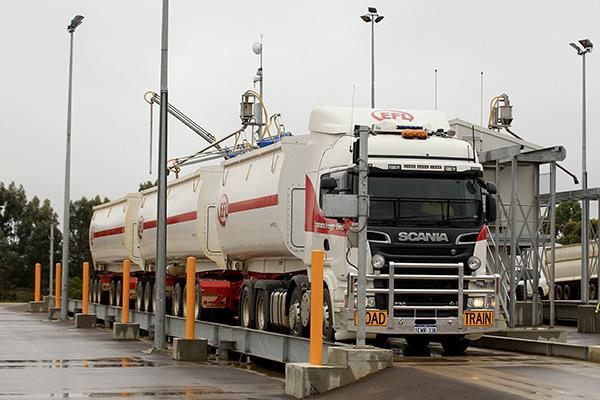 Scania ,-R730,-truck -review ,-V8,-TT4