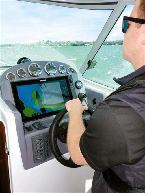 Rayglass Legend 2800 helm controls