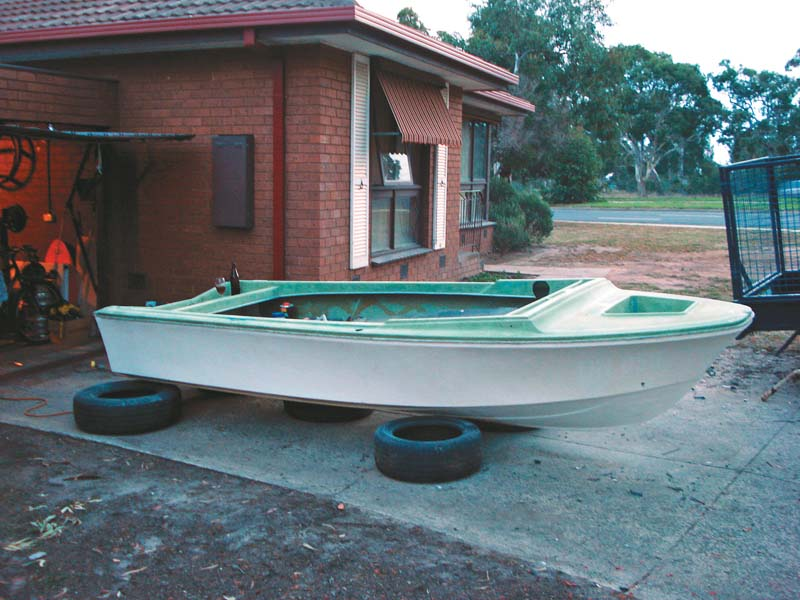 Half-completed Savage Avalon project boat hull
