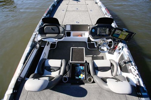 Marine electronics on Phoenix 721 boat