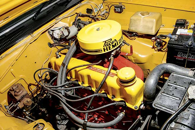 Chrysler -valiant -engine -658