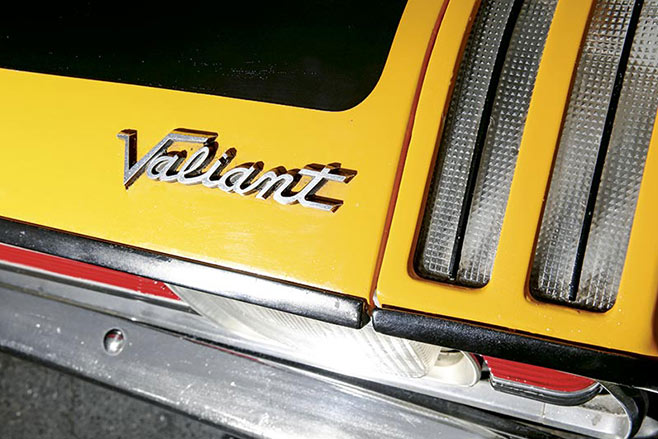 1970-Chrysler -Valiant -VG_30-Pacer -Valiant -badge -658