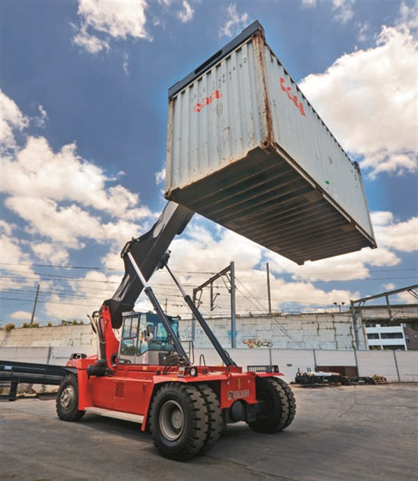 Kalmar DRF100 - Lifting Empty Container