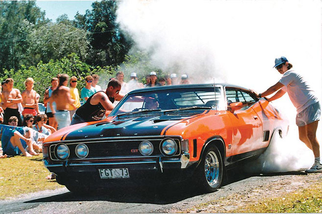 Ford -Falcon -XA-GT-burnout -658