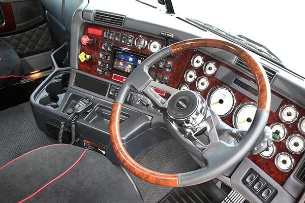 Freightliner ,-Argosy ,-test -drive ,-Daimler ,-Trade -Trucks ---Cab