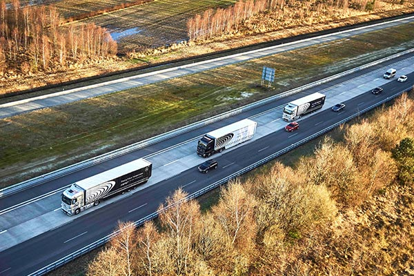 Daimler ,-platooing ,-Bernhard ,-Highway -Pilot -Connect ,-news ,-Trade Trucks2