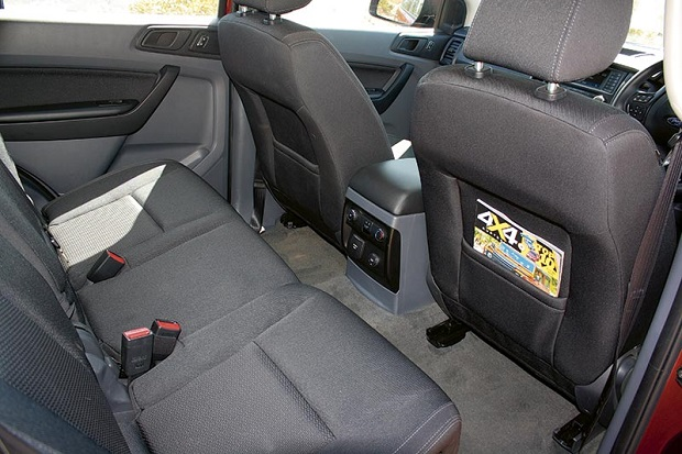 Ford Everest Ambiente 4x 4_backseat _4
