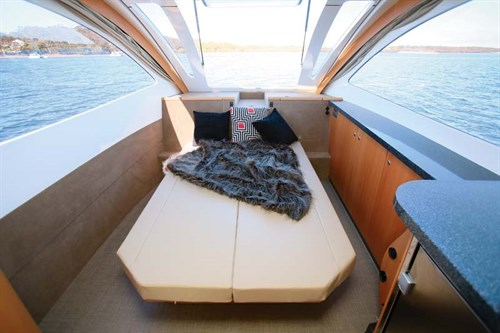 Bed in Caraboat 7500