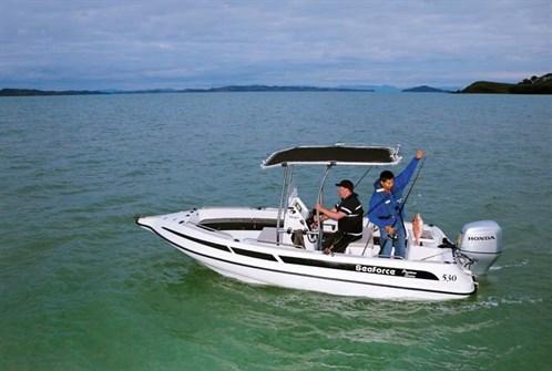 Seaforce 530 Skipa 'glass pontoon boat with 80hp Honda