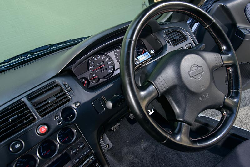 Nissan -skyline -interior -3