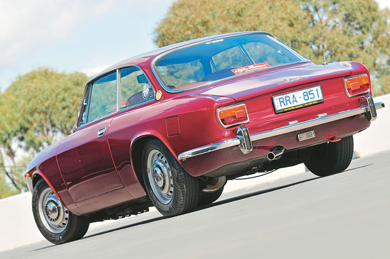 Alfa -Romeo -1750-105-rear -side