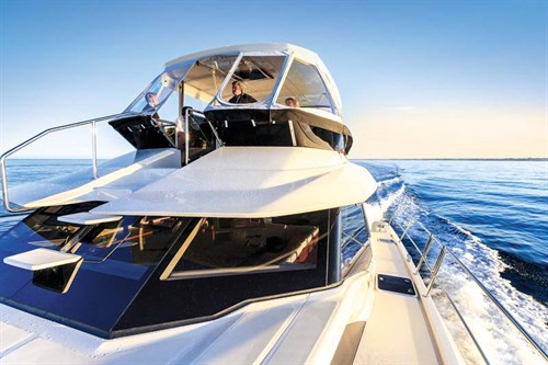 Aquila 44 power cat flybridge