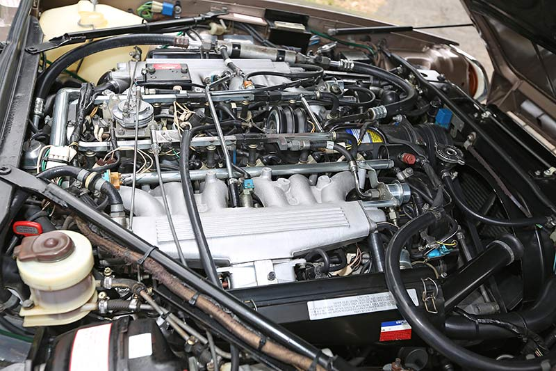 Jaguar -XJS-engine -bay -1