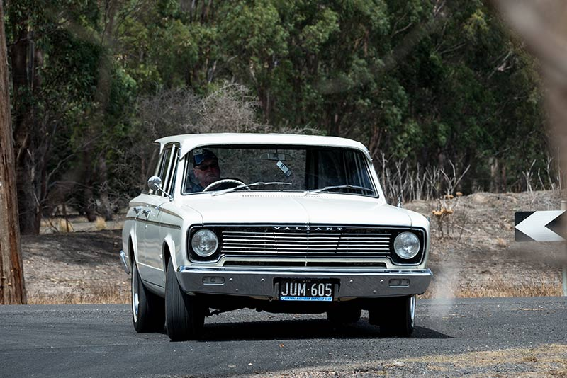 Chrysler -Valiant -Safari -wagon -front -onroad
