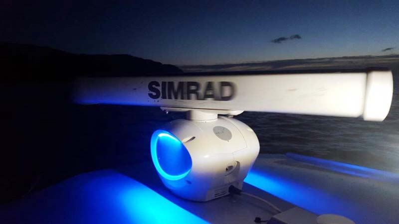 Simrad HALO radar blue lighting