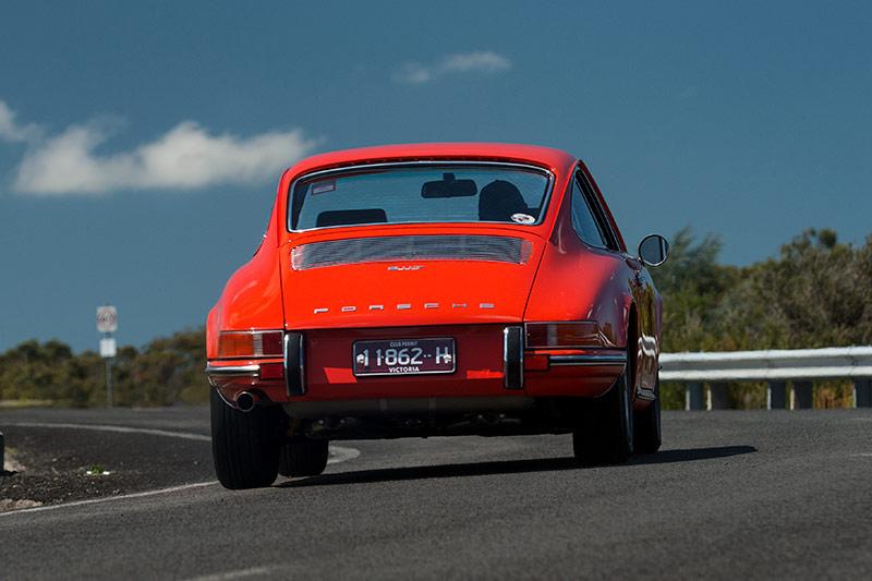 Porsche -911T-onroad -rear