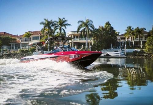 Malibu Wakesetter on the water