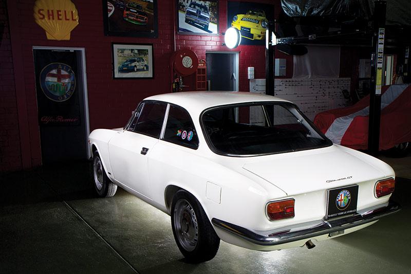 Alfa -Romeo -105-rear -angle