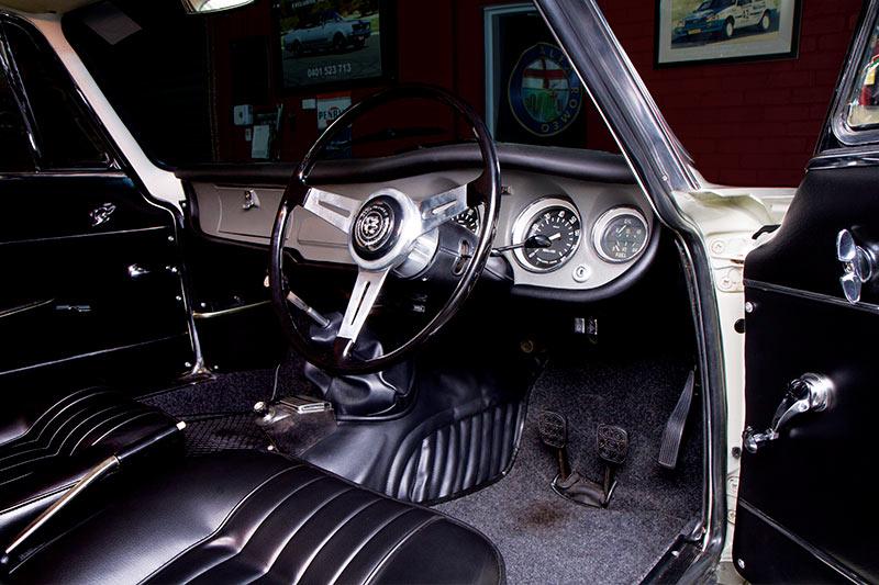 Alfa -Romeo -105-interior
