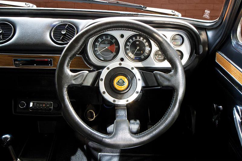 Ford -Escort -interior -dash