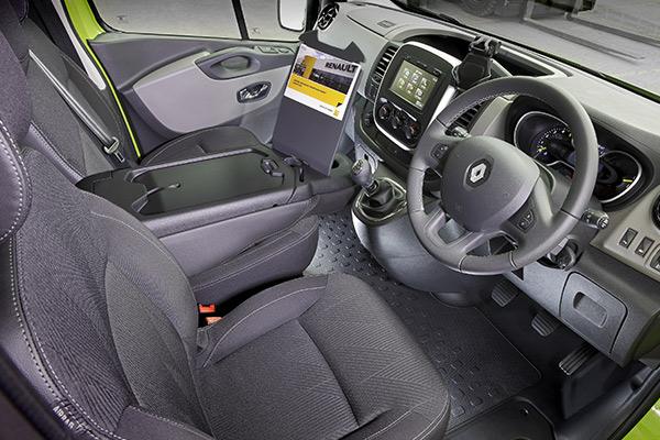 Renault ,-Trafic ,-Review ,-Van -Comparison2