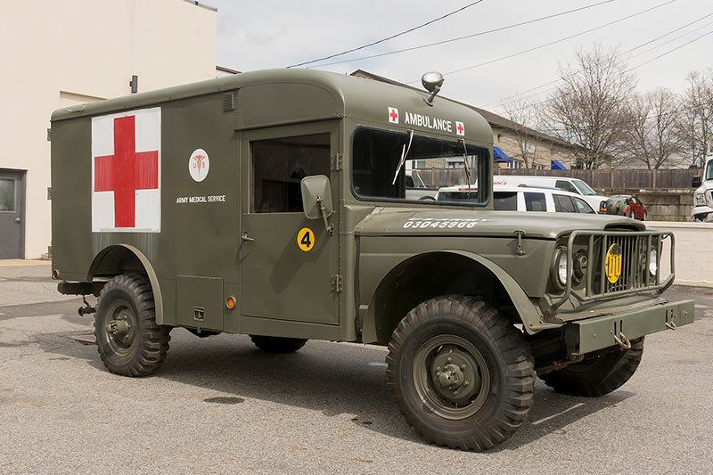 1967-kaiser -m 725-ambulance -main
