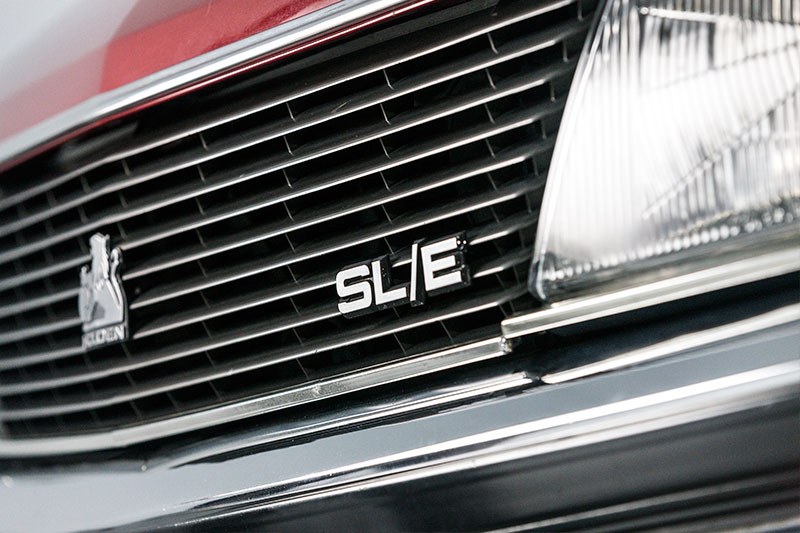 Holden -Commodore -VH-SLE-front -grille