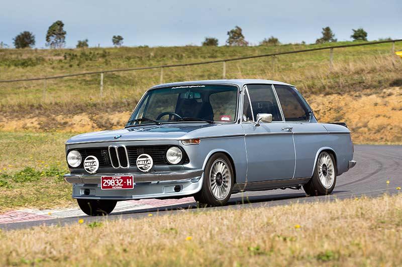 BMW-2002-motion -6