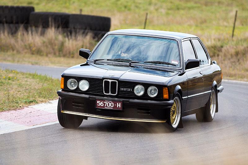 BMW-323i -ontrack -front