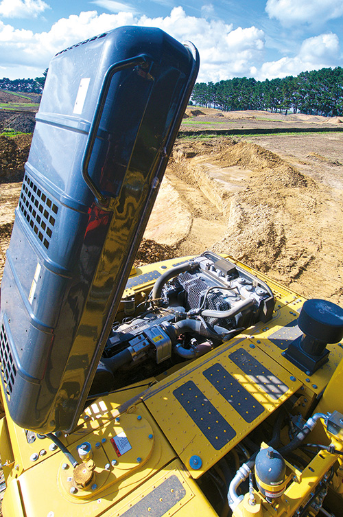 Review: Komatsu PC200LC-8MO excavator