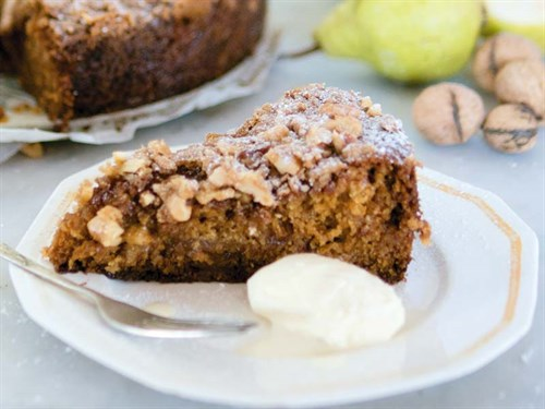 Pear -and -walnut -cake