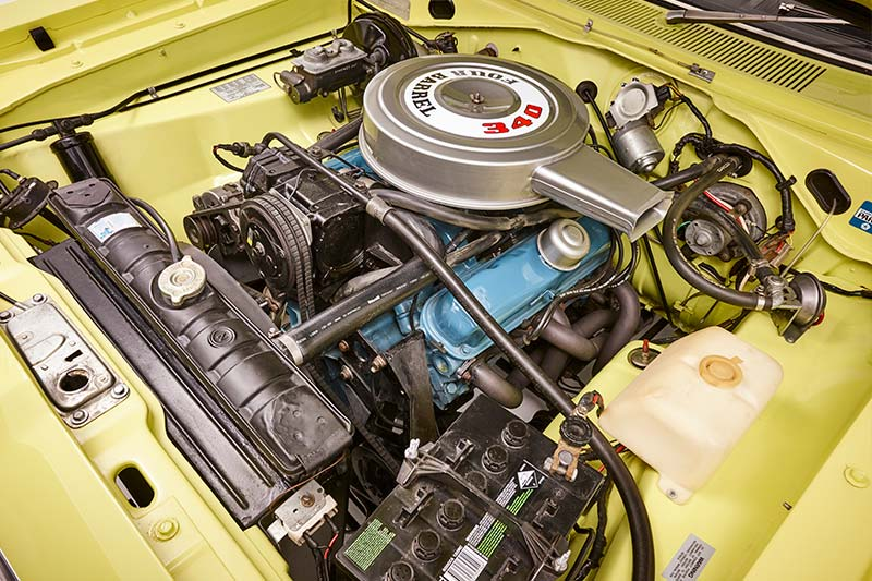 Chrysler -valiant -charger -engine -bay