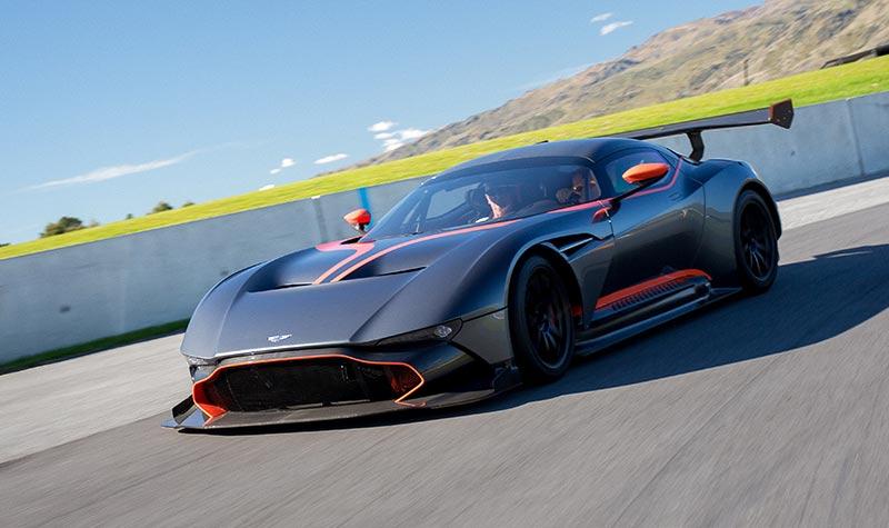 Aston -martin -vulcan -ontrack -3