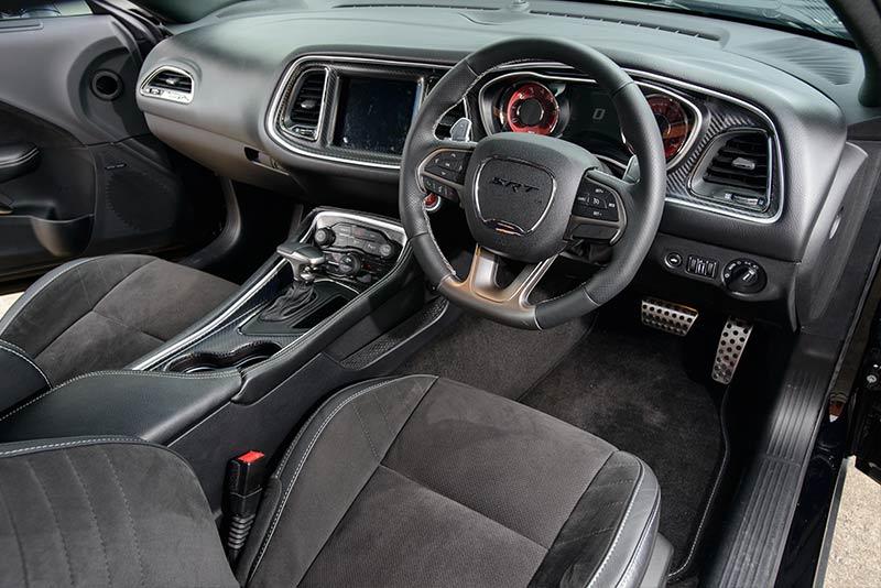 Dodge -hellcat -interior