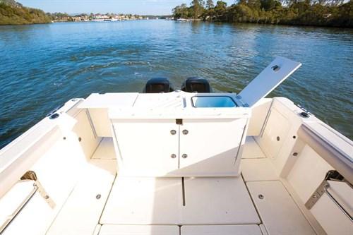 Cockpit on Arvor 905 Sportsfish