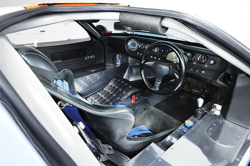 Ford -GT40-cabin