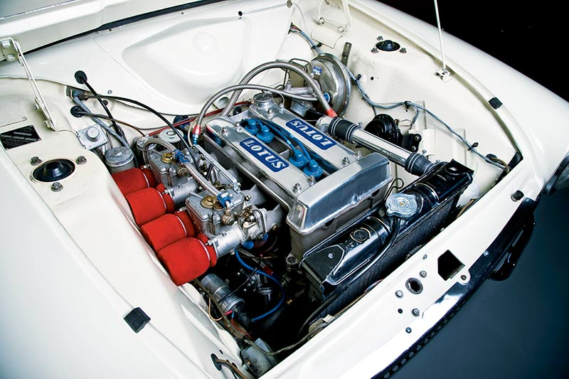 Lotus -Cortina -engine -bay