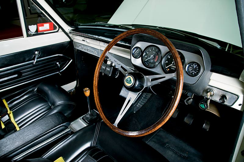 Lotus -Cortina -interior -front