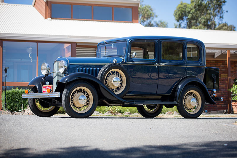 Ford -V8-1932-side -view -2