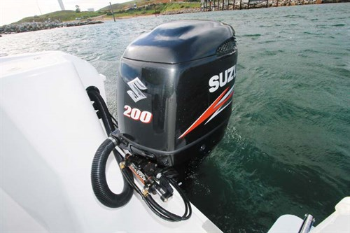 200hp Suzuki DF200 outboard motor